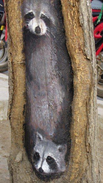 据王月介绍,她画画要根据树皮或电线杆的具体破损情况现场进行创意图片