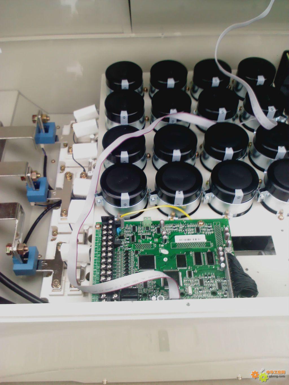 这是准备发货的变频器,控制90kw的电机,大家欣赏一下