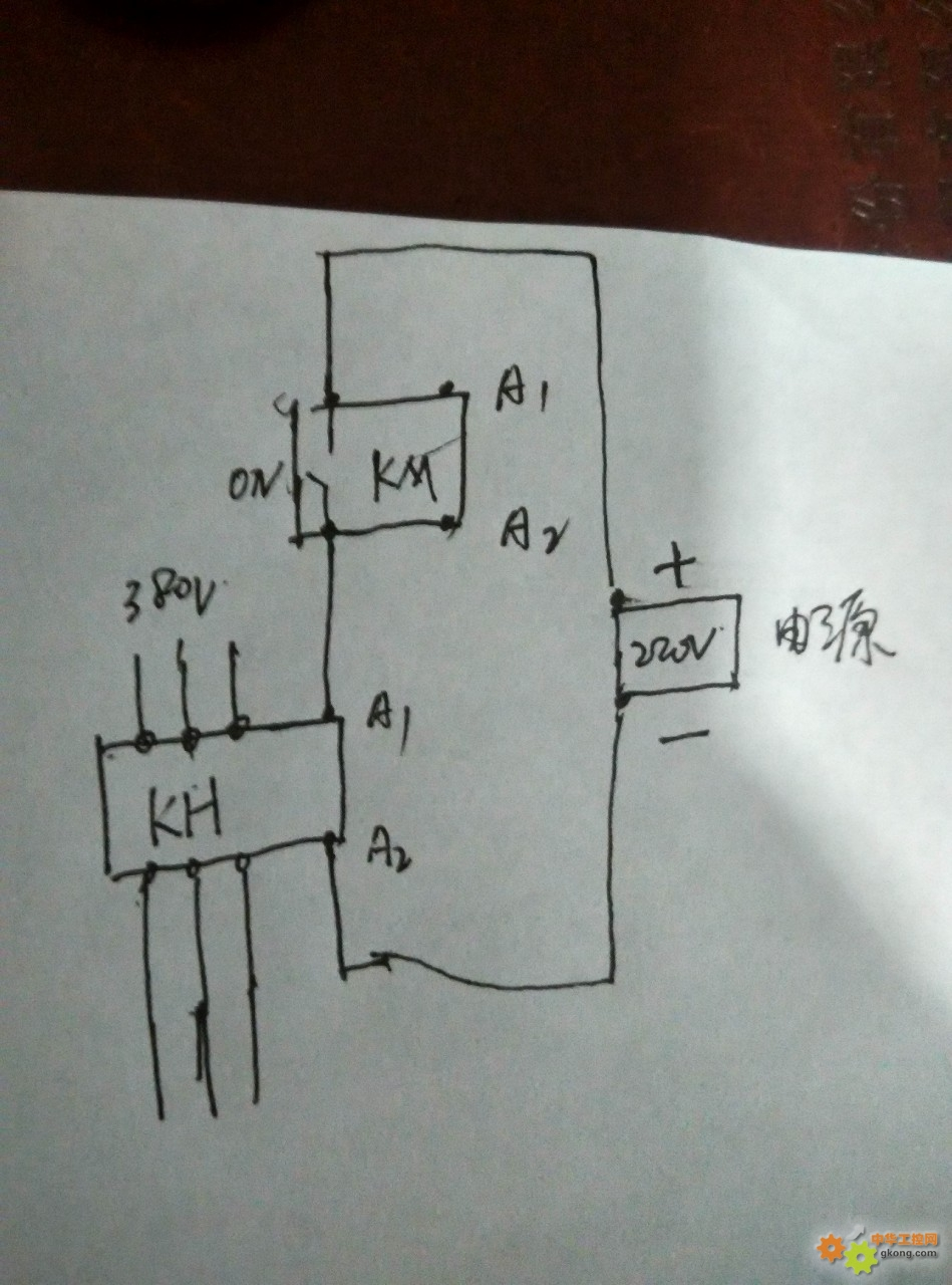 km是控制回路继电器,kh是主接触器
