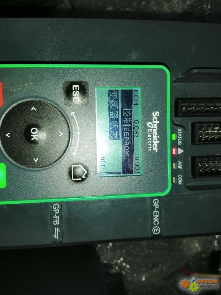 变频器上电报eef1,如何处理。