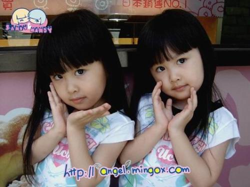 双胞胎美女的最新照片