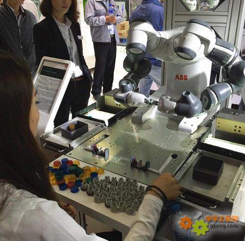 YuMi双臂机器人与人类并肩协作