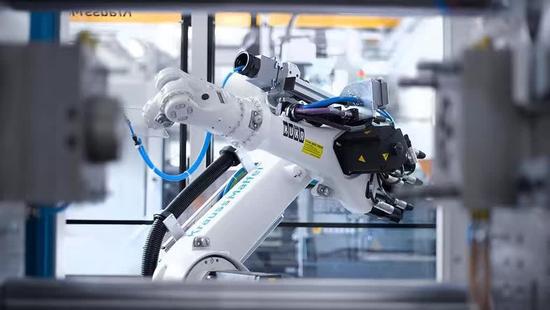 富士康裁员万人,大规模应用机器人-烽巢网
