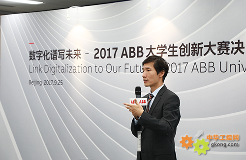 ABB中国首席技术官刘前进博士祝贺获奖同学