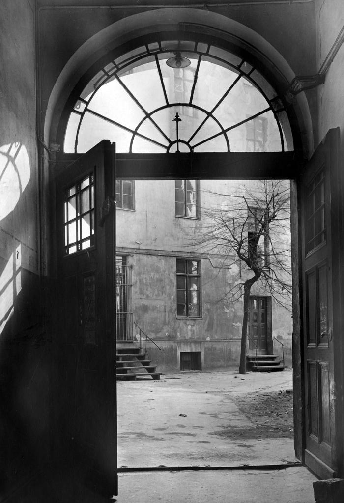 新闻图片01_1847年西门子股份公司的前身在柏林一栋公寓后院的手工作坊中成立