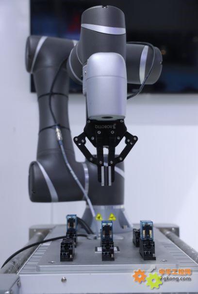 欧姆龙协作机器人4