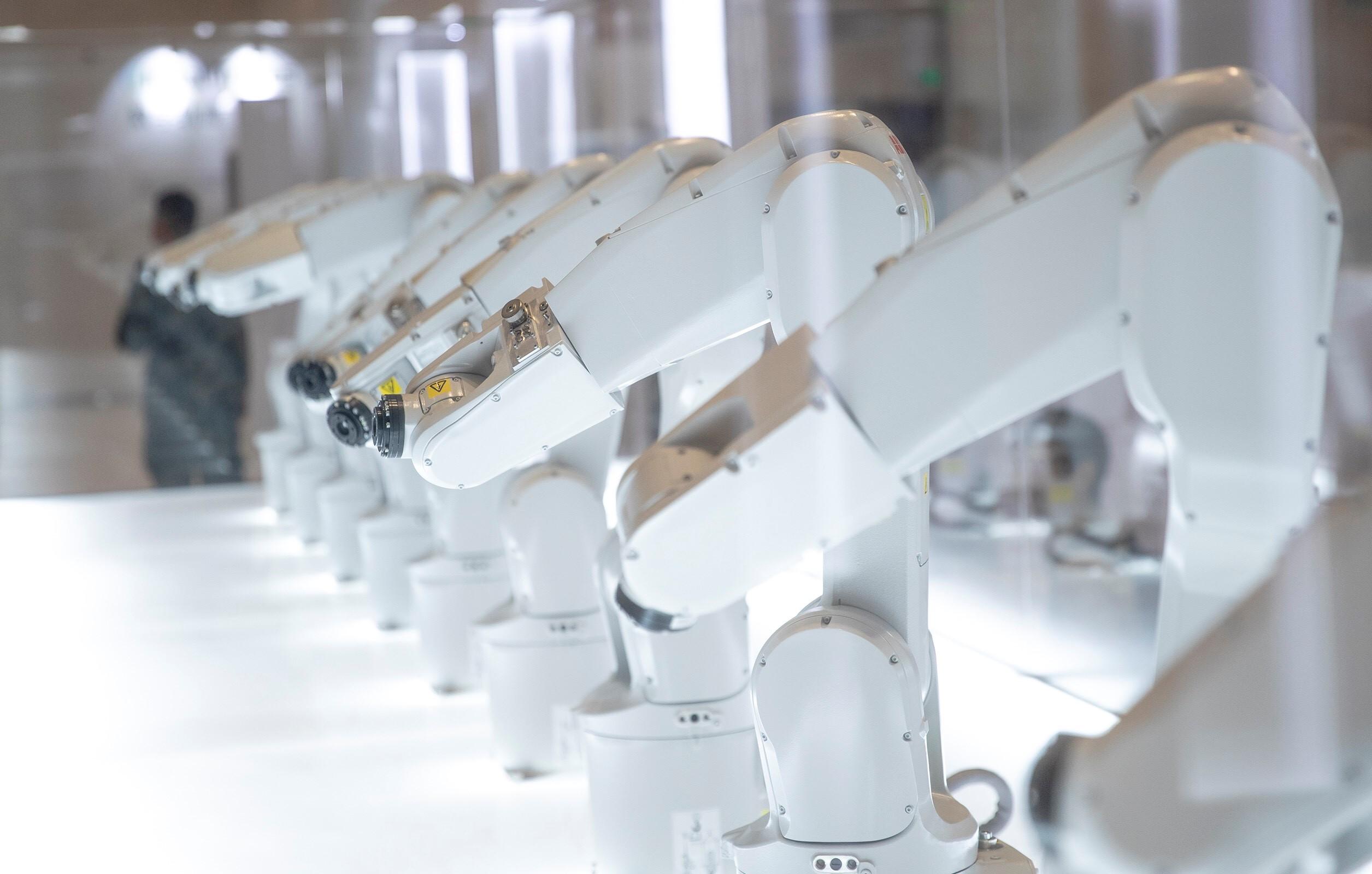十台ABB IRB 1200机器人组成的MANUS