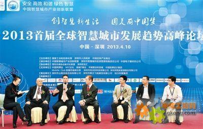 """李林曾参加过包括新加坡""""智慧岛""""和香港""""数码港""""在内的100多个"""